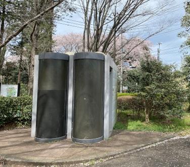 神代植物園駐車場横のトイレ