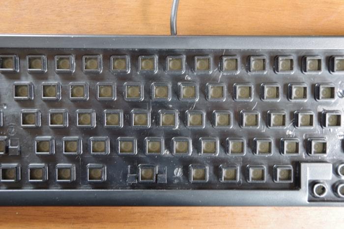キーを外したキーボード本体(掃除後)