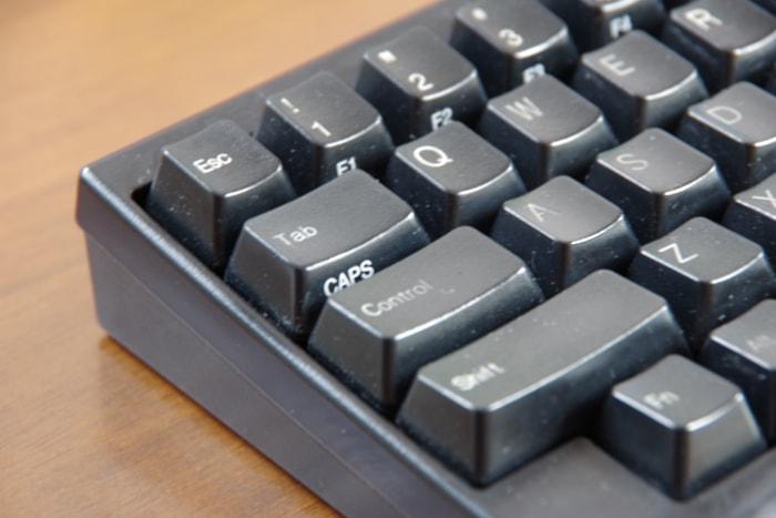 掃除前のキーボード(コーナー)