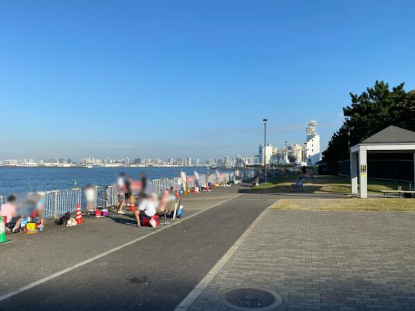 若洲海浜公園早朝の売店前の様子