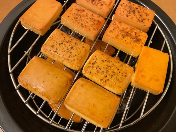 TOCERAMニューセラミックス製燻製鍋で燻製チーズ
